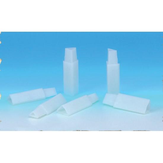 Jeu de 4 pieds pour manne plastique superposable Cagiplast Ht 10 cm